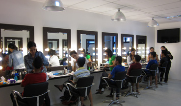 Makeup class picture